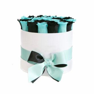 Черные и синие розы в шляпной коробке
