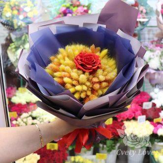 Букет из стабилизированной розы и лагуруса