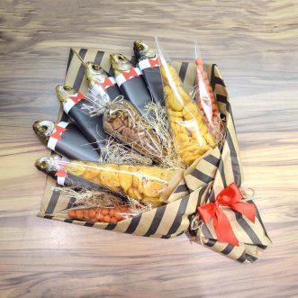 Букет из сушеных рыб в смокинге
