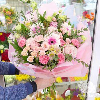 Букет из роз, гербера и гвоздик