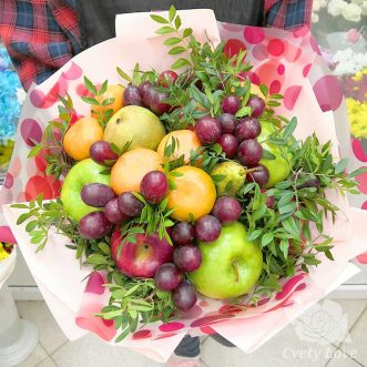 Букет из яблок, мандарин и винограда