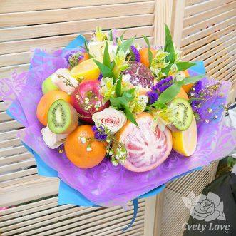 Букет из фруктов, альстромерий и роз