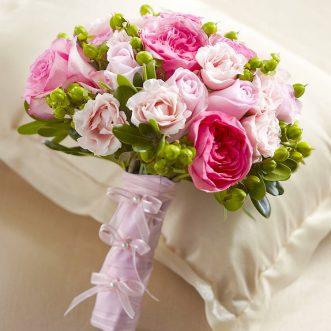 Букет невесты из пионовидных и кустовых роз