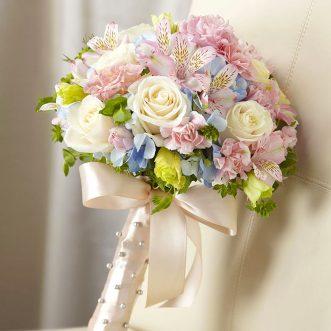 Букет невесты из роз, альстромерий и гортензии