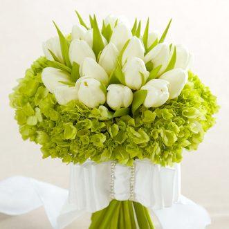 Букет невесты из тюльпанов и зеленой гортензии