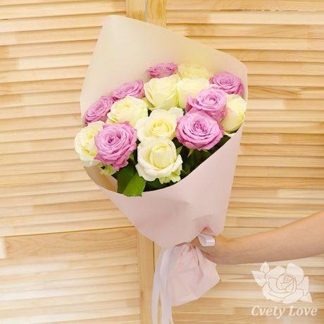 Букет из 15 розовых и белых роз