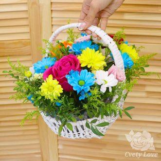 3 розы и хризантемы в корзине