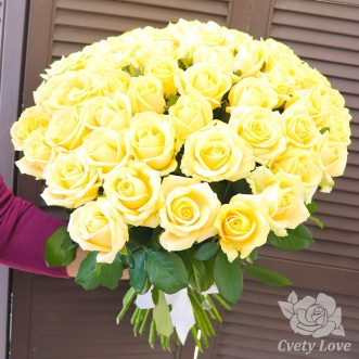 Букет из 51 кремовой розы