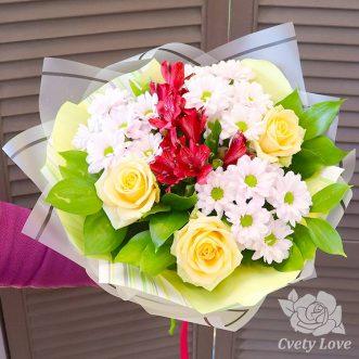 Букет из красных альстромерий, хризантем и роз